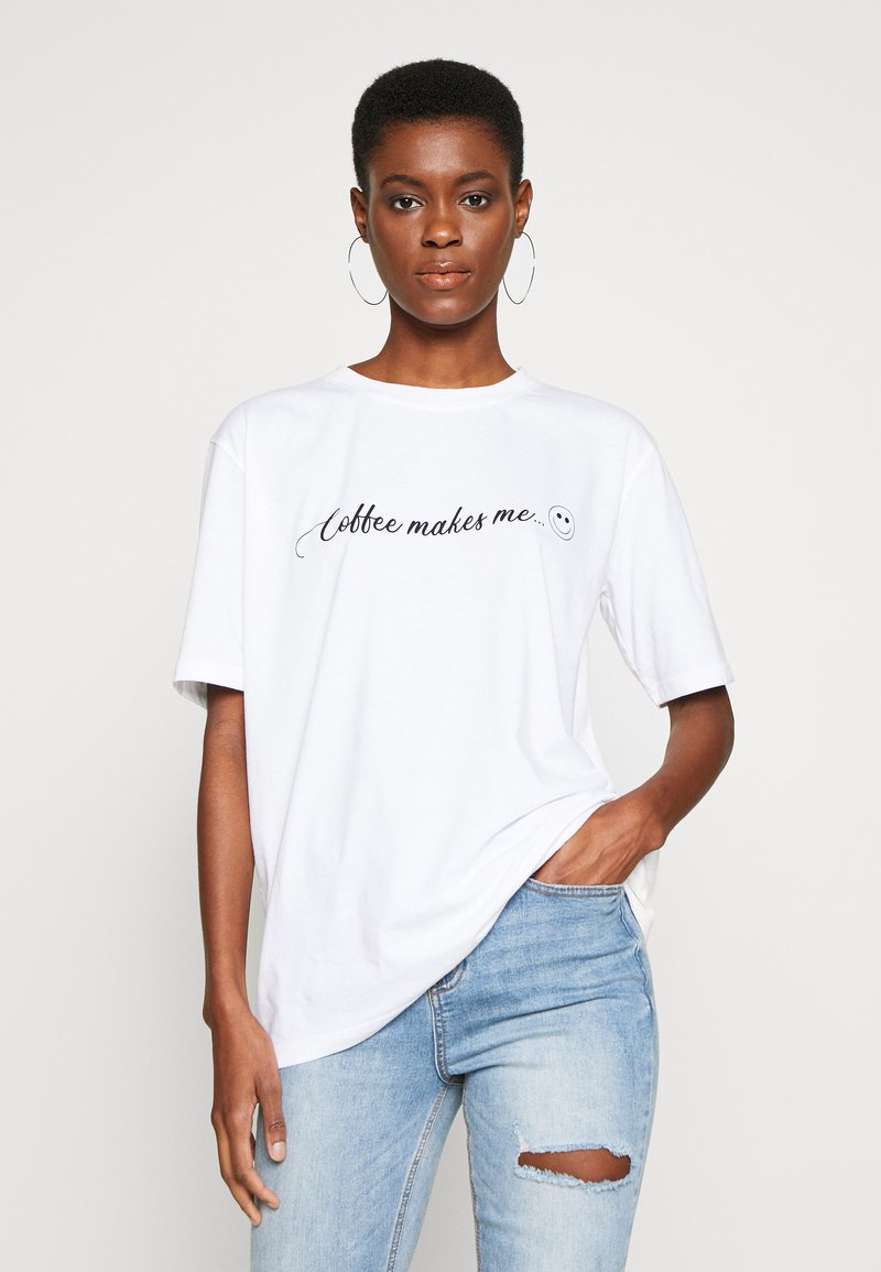 Missguided Tall - EXCLUSIVE COFFEE MAKES ME SMILE - T-shirts med print - white