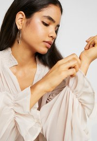 Missguided Tall - SHEER POET BLOUSON SLEEVE BLOUSE - Bluse - offwhite - 3