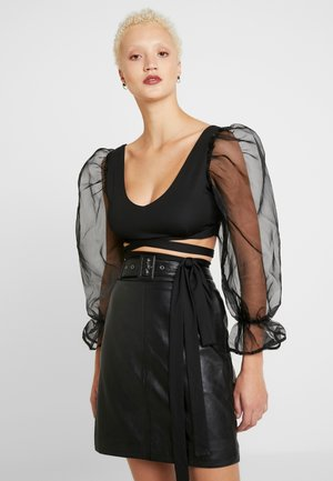PUFF SLEEVE BOW FRONT CROP - Blouse - black