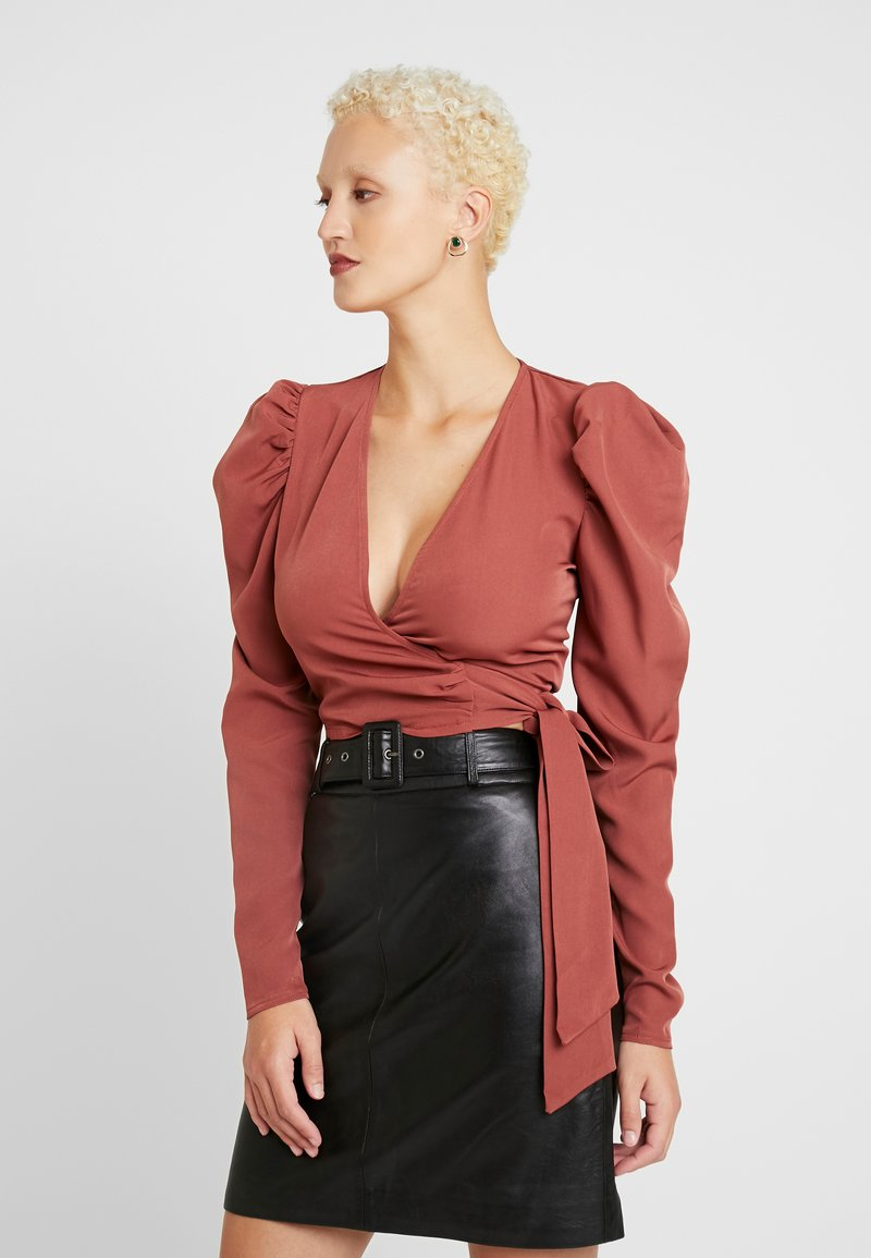 Missguided Tall - PUFF SLEEVE WRAP CROP - Blus - rust