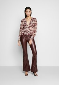 Missguided Tall - FLORAL BUTTON FRONT BLOUSE - Bluser - burgundy - 1