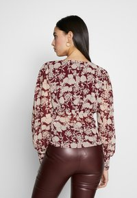 Missguided Tall - FLORAL BUTTON FRONT BLOUSE - Bluser - burgundy - 2