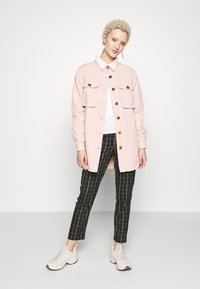 Missguided Tall - WITH TORTOISE SHELL BUTTONS - Skjorte - pink - 1
