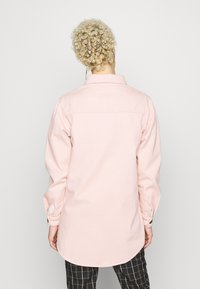 Missguided Tall - WITH TORTOISE SHELL BUTTONS - Skjorte - pink - 2