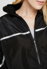 Missguided Tall - ZIP THRU JACKET WITH REFLECTIVE TRIMS - Chaqueta de entrenamiento - black - 4