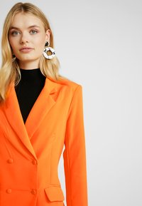 Missguided Tall - BUTTON DETAIL DOUBLE BREASTED - Sportovní sako - orange - 3