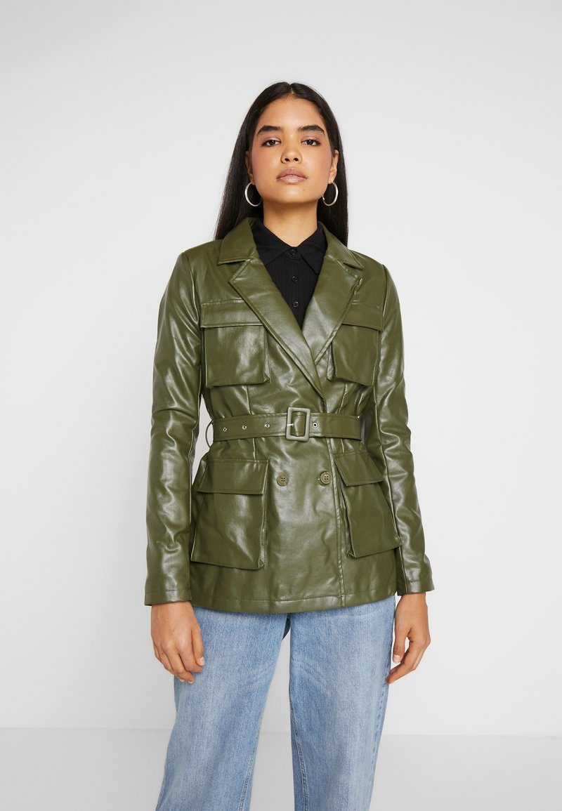 Missguided Tall - UTILITY POCKET - Faux leather jacket - deep green