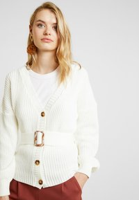 Missguided Tall - BELTED BUCKLE BALLOON SLEEVE CARDIGAN - Cardigan - cream - 3