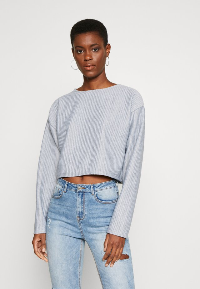 OVERSIZED CROP JUMPER - Jersey de punto - grey