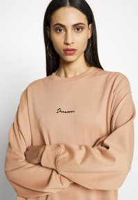 Missguided Tall - DREAMER EMBROIDERED SLOGAN  - Sweatshirt - tan - 3