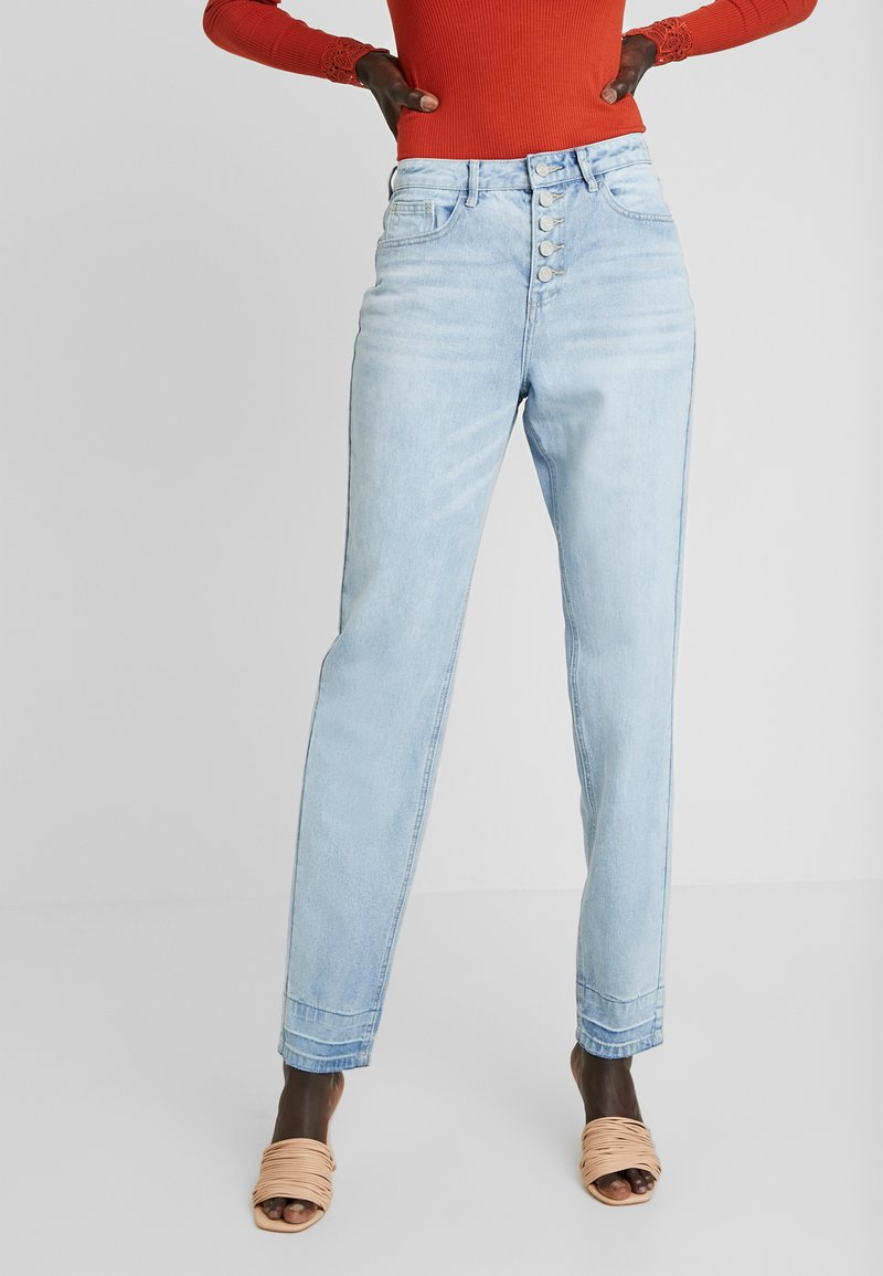 Missguided Tall - RIOT DROP HEM EXPOSED FLY BUTTON MOM - Jeansy Relaxed Fit - blue