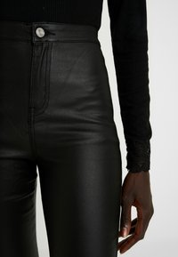 Missguided Tall - HIGH WAISTED COATED - Bukse - black - 5