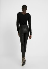 Missguided Tall - HIGH WAISTED COATED - Bukse - black - 2