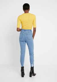 Missguided Tall - SINNER RIP HEM - Jeans Skinny Fit - light blue - 2