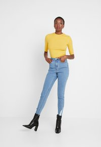 Missguided Tall - SINNER RIP HEM - Jeans Skinny Fit - light blue - 1
