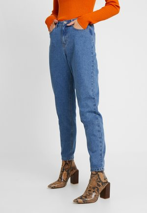 RIOT HIGH WAISTED MOM - Relaxed fit jeans - blue