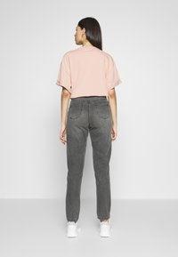 Missguided Tall - RIOT HIGH WAISTED MOM - Relaxed fit jeans - washed black - 2