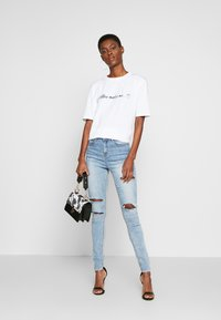 Missguided Tall - SINNER WAISTED AUTHENTIC RIPPED MID - Jeans Skinny - blue - 1