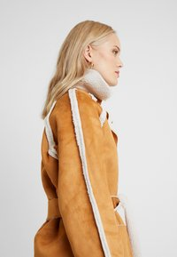 Missguided Tall - REVERSIBLE BELTED WITH DETAIL - Classic coat - brown - 5