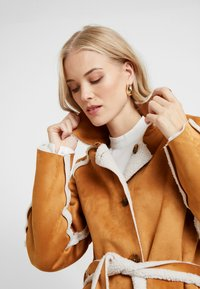 Missguided Tall - REVERSIBLE BELTED WITH DETAIL - Classic coat - brown - 4