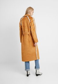 Missguided Tall - REVERSIBLE BELTED WITH DETAIL - Classic coat - brown - 2