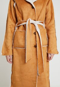 Missguided Tall - REVERSIBLE BELTED WITH DETAIL - Classic coat - brown - 7