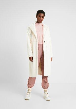 LONG LINE COAT - Winter coat - white
