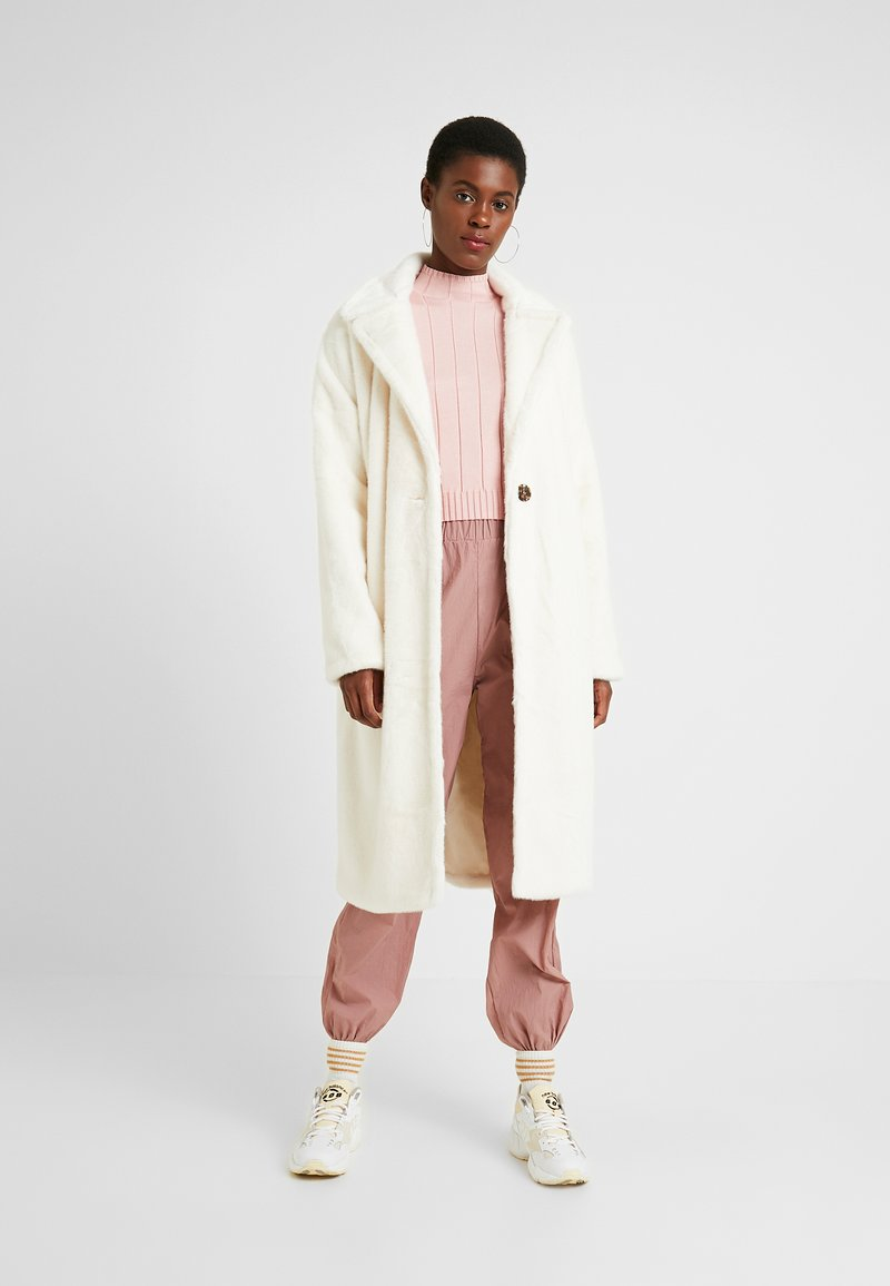 Missguided Tall - LONG LINE COAT - Wintermantel - white