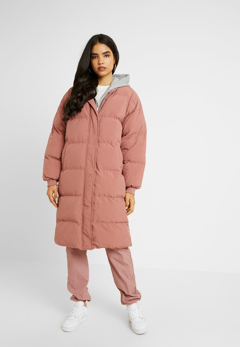 Missguided Tall - LONGLINE PUFFER JACKET - Vinterkåpe / -frakk - pink