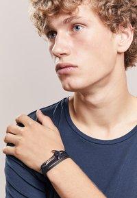 Miansai - ANCHOR ON BRACELET - Armband - black - 1