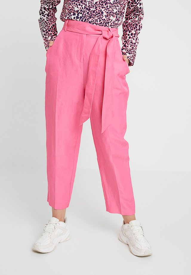 BUBBLEGUM TIE BELT PEG TROUSER - Trousers - pink