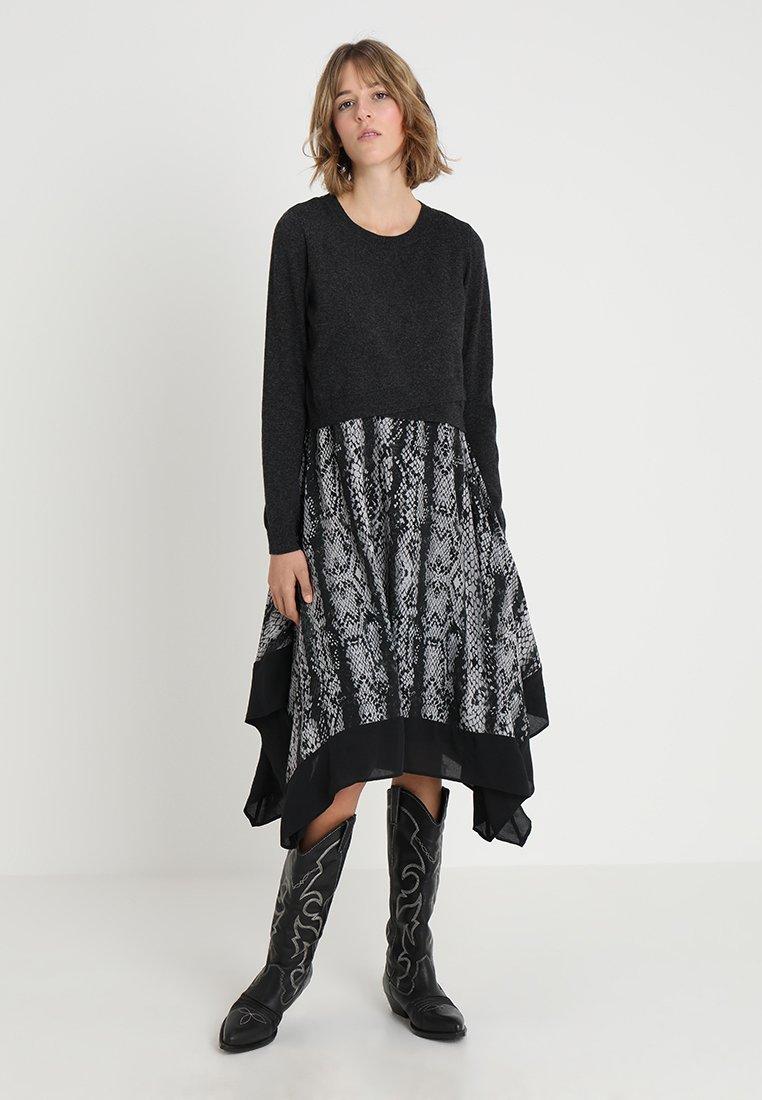 Mint Velvet - SNAKE PRINT DRESS 2 IN 1 - Jumper - dark grey