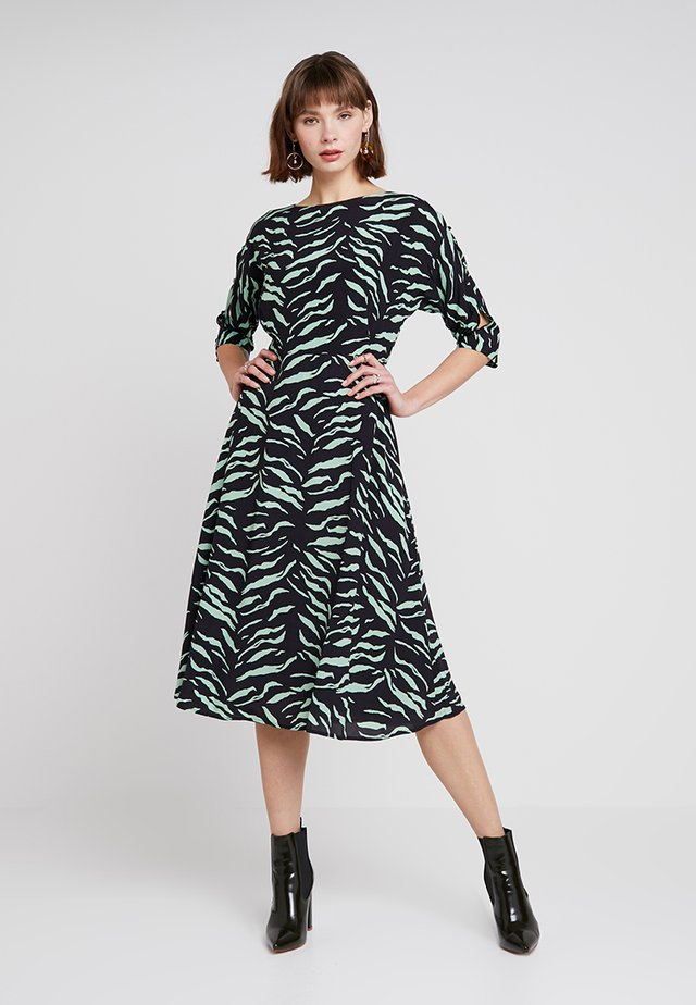 NADINE PRINT BUTTON SLEEVE MIDI DRESS - Day dress - green/ black