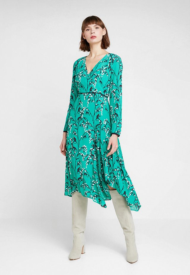 EMMA PRINT MIDI DRESS - Freizeitkleid - green