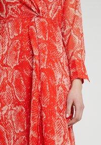 Mint Velvet - TORI TWIST DRESS - Hverdagskjoler - red - 5