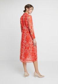 Mint Velvet - TORI TWIST DRESS - Hverdagskjoler - red - 2