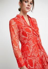 Mint Velvet - TORI TWIST DRESS - Hverdagskjoler - red - 3
