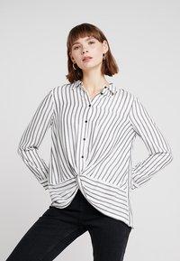Mint Velvet - TWIST FRONT STRIPE - Skjortebluser - white - 0