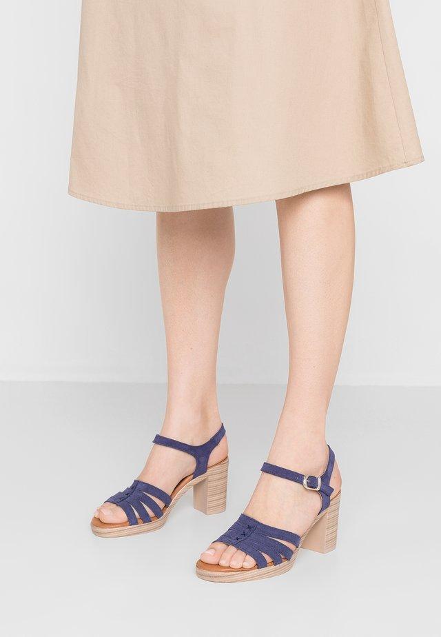 Sandalen met plateauzool - navy