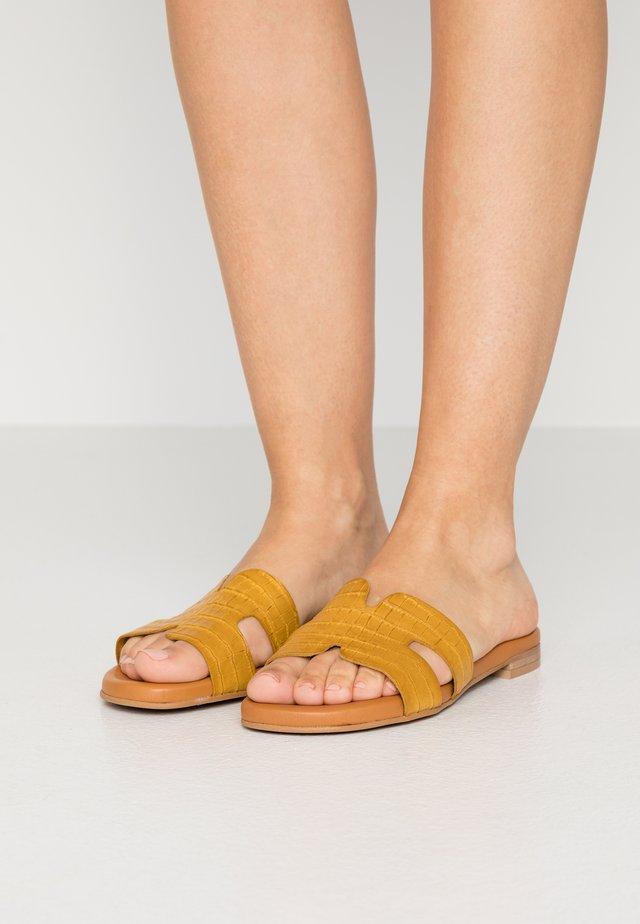 Pantofle - safron