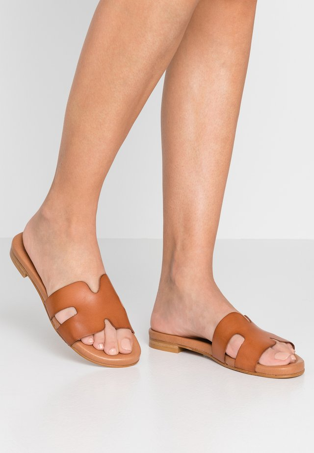 Pantofle - brown