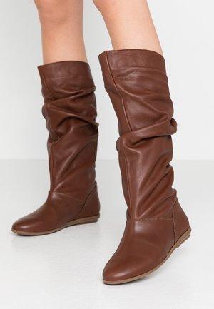 Boots - antena dogo