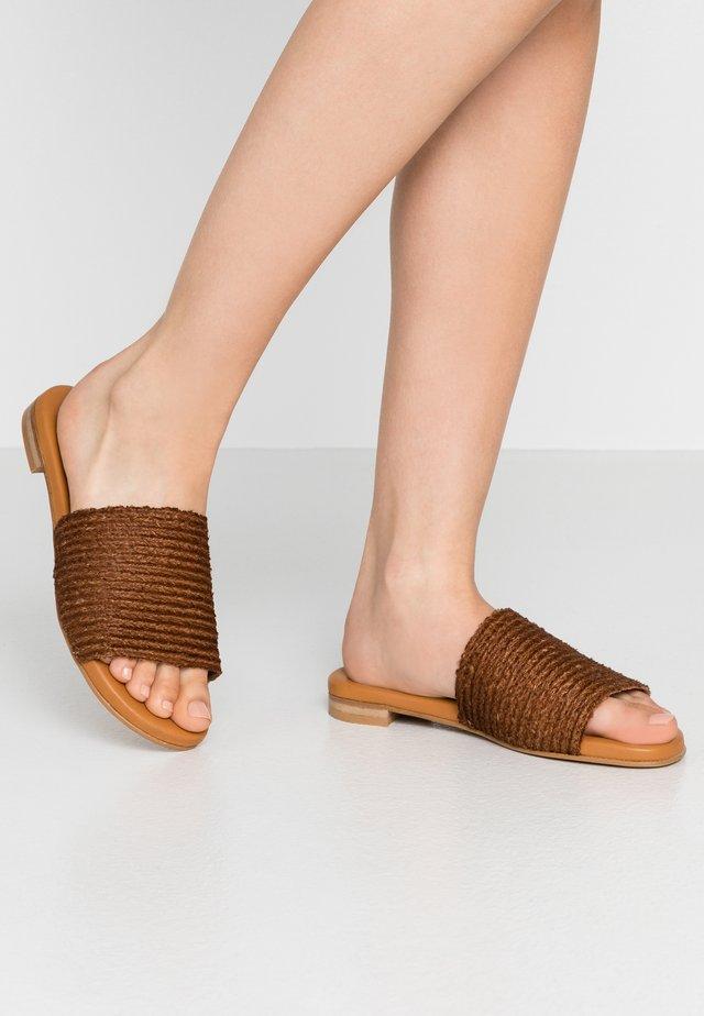 Pantofle - cueor