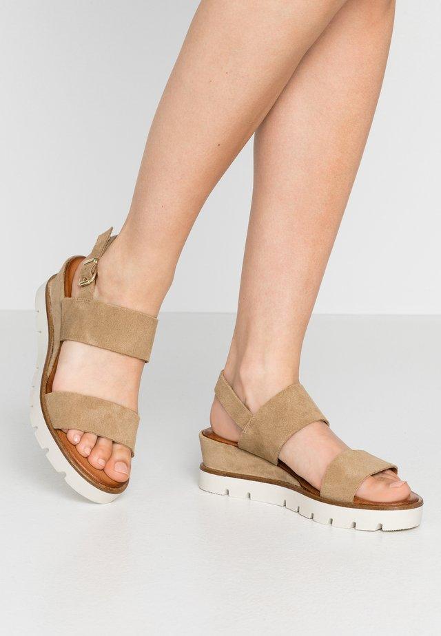 Sandalen met plateauzool - mushroom