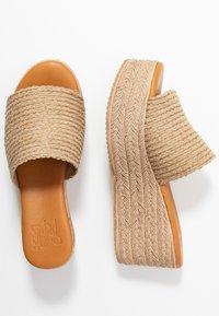Mis Pepas - Pantofle na podpatku - zueoc/natural - 3