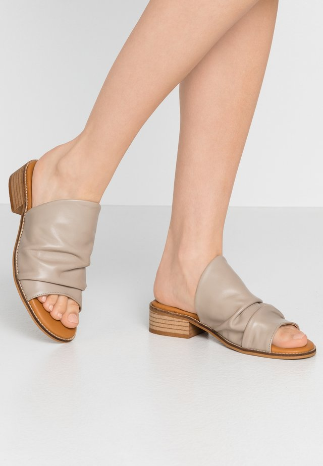 Mules - taupe