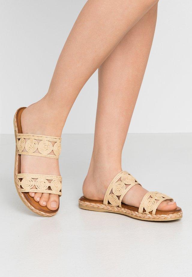 Pantofle - natural