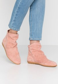 Mis Pepas - Ankle boots - powder - 0
