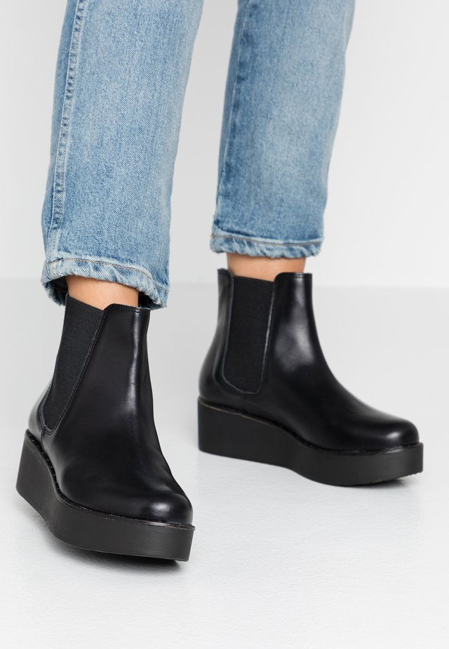 Støvletter m/ kilehæl - black