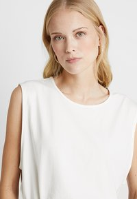 Miss Green - ALL NIGHT LONG - T-shirt basic - white - 4